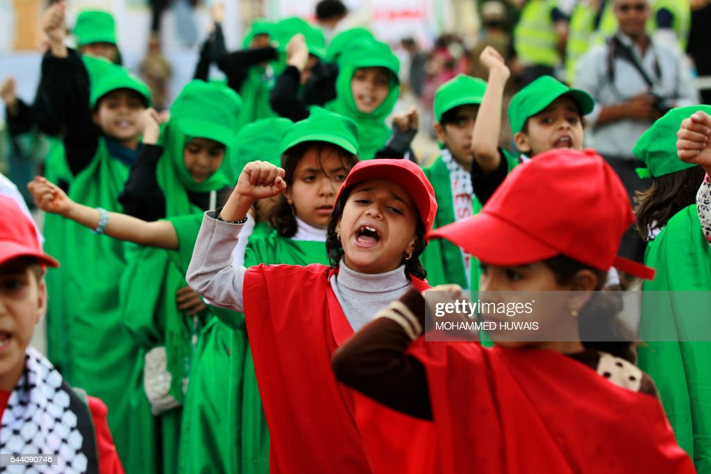 Yemeni children shout slogans during a rally gathering supporters of the Shiite Huthi movementto mark the Quds (Jerusalem) International day, in support of Palestinians on July 1, 2016 in the capital Sanaa. / AFP / MOHAMMED
