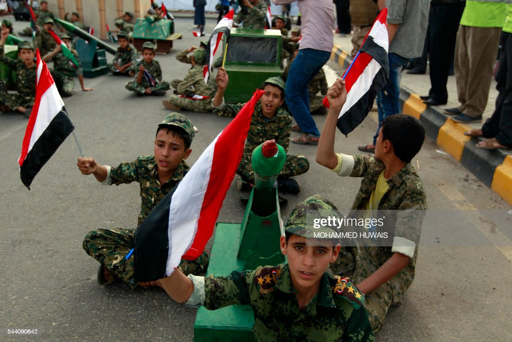 Yemeni children wave national flags during a rally gathering supporters of the Shiite Huthi movementto mark the Quds (Jerusalem) International day, in support of Palestinians on July 1, 2016 in the capital Sanaa. / AFP / MOHAMMED