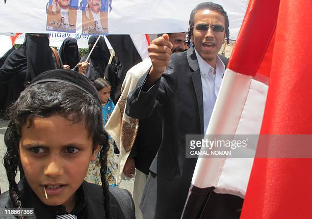Yemeni Jews rally outside the US embassy in the capital Sanaa on May 3 to show their support for embattled President Ali Abdullah Saleh and handing...