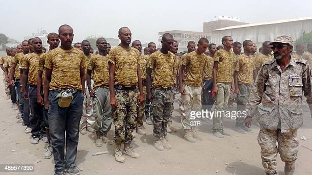 Yemeni men take part in a military training in the city of Aden on August 27 2015 The Yemeni army has recruited 4800 southern fighters following a...