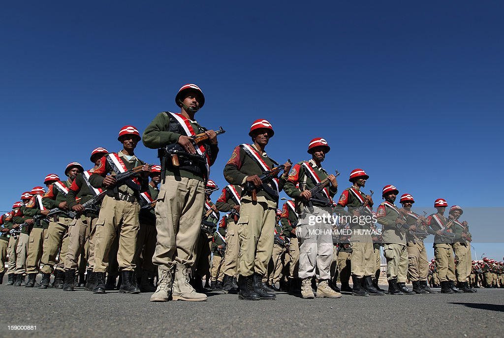 Yemeni Military Police stand to attention during a ceremony to inaugurate the first phase of combat and operational training for 2013 in the Yemeni capital Sanaa, on January 5, 2013. AFP PHOTO/ MOHAMMED HUWAIS