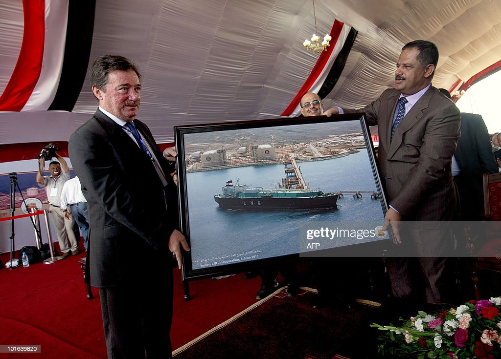 Yemeni Prime Minister Ali Mohammad Mujawar (R) receives on June 5, 2010 a picture of the Balhaf liquefied natural gas (LNG) plant on the Gulf of Aden in Yemen as a second unit in the plant was officially launched, enabling Yemen one of the world's poorest countries, to produce 40,000 cubic meters per day of liquefied gas.