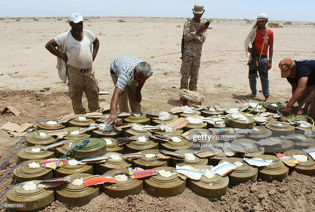 Yemeni security forces inspect unexploded ordnance confiscated from Al-Qaeda militants in the Lahj province, as they prepare to neutralise mines and explosives in the desert of al-Alam, east of the southern port city of Aden, on Apil 29, 2016. / AFP / SALEH