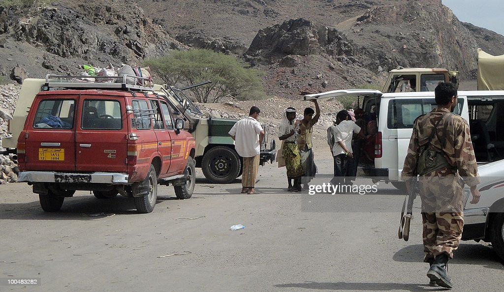 Yemeni security forces man a checkpoint in the southern Lahj province on May 24, 2010. Yemeni security forces have arrested a European national of Arab origin for alleged illegal entry from a coastal area, the interior ministry said on its website.
