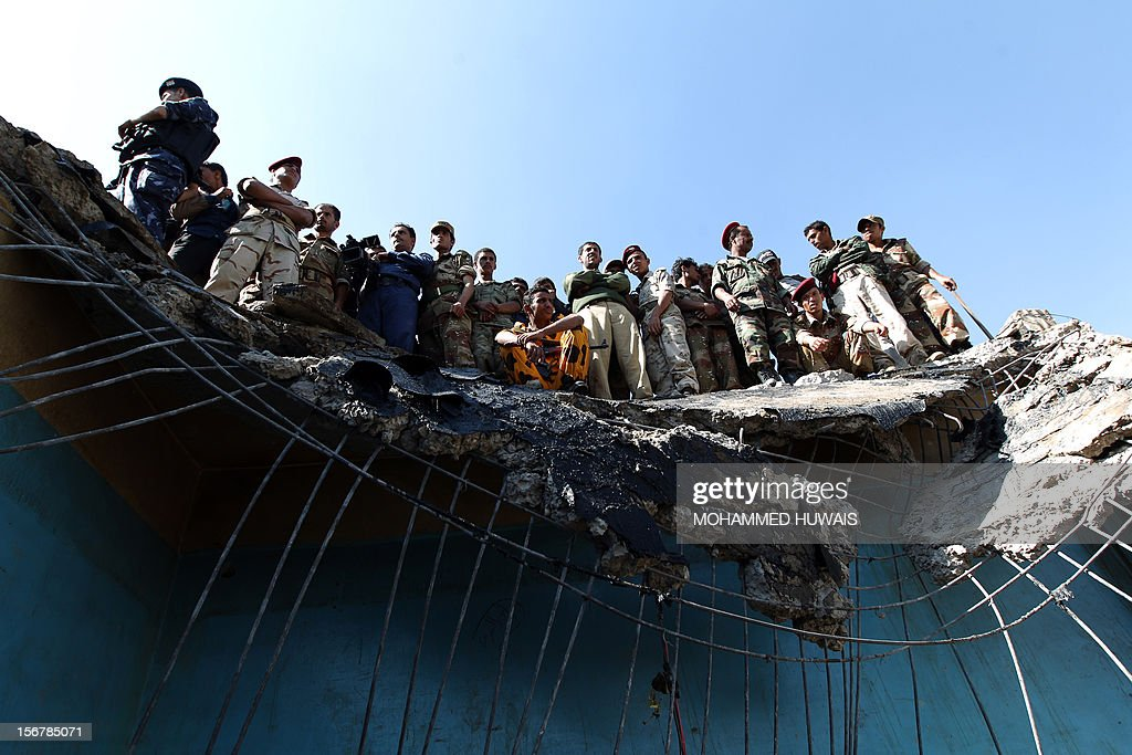 Yemeni security forces monitor the scene of a military plane crash in Sanaa on November 21, 2012, in which 10 people including the pilot were killed as the Antonov jet tried to make an emergency landing when an engine failed, according to Yemen's defence ministry and an airport source. The plane crashed in the Yemeni capital's northern neighbourhood of al-Hassaba while trying to land at an air base near Sanaa's main airport.