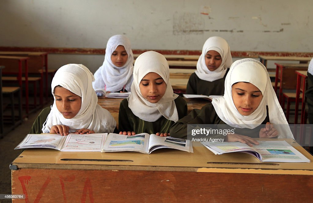 Yemeni students who were suspended from their school due to the clashes between Shiite Houthi militants and Yemeni security forces, attend the class in the capital Sanaa on Monday, September 29, 2014.
