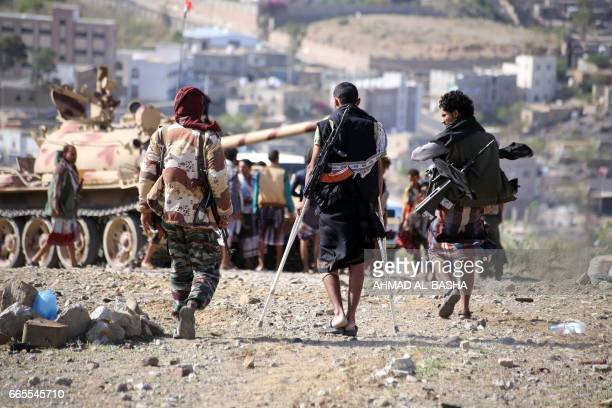 Yemeni tribesmen from the Popular Resistance Committee supporting forces loyal to Yemen's Saudibacked President Abedrabbo Mansour Hadi walk in the...