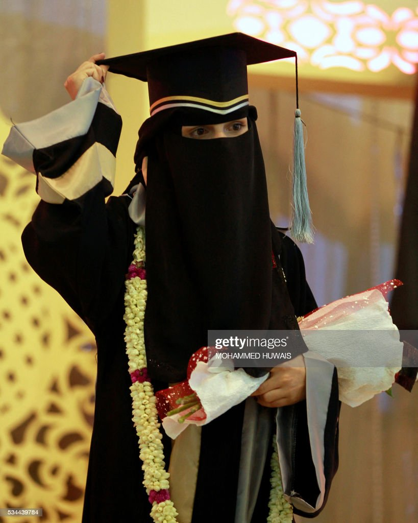 A Yemeni University graduate attends her graduation ceremony in the Yemeni capital Sanaa on May 26, 2016. / AFP / MOHAMMED
