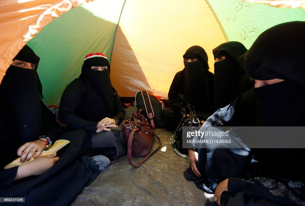 Yemeni women attend a sit-in on March 14, 2017 outside the United Nations (UN) offices in the capital, Sanaa, demanding an end to a war that has left millions displaced and at risk of famine. / AFP PHOTO / Mohammed HUWAIS