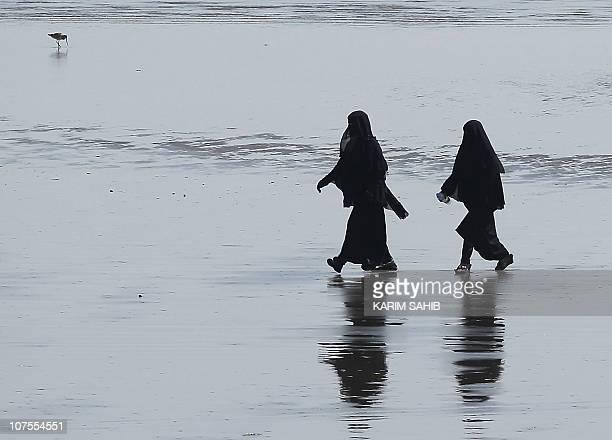 Yemeni women enjoy a stroll on the beach in the southern Yemeni city of Aden on December 4 2010 as Yemen hosts the 20th Gulf Cup football...