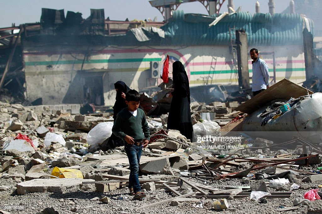 Yemenis inspect the damage following an air-strike carried out by the Saudi-led coalition on a school and a bowling club, in the capital Sanaa, on February 12, 2016. / AFP / MOHAMMED HUWAIS