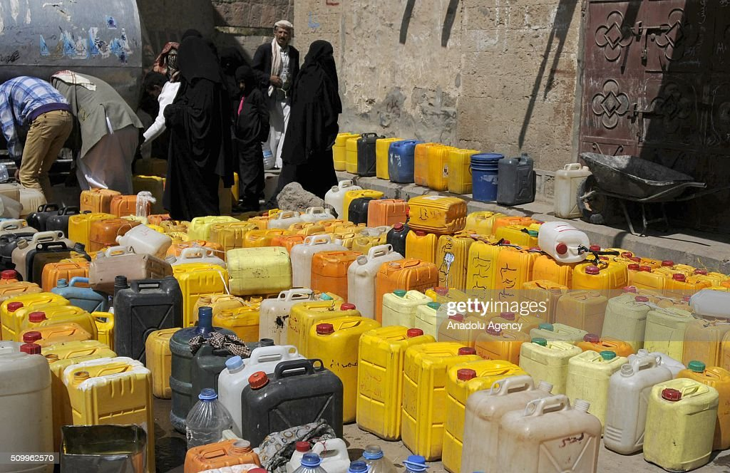 Yemenis try to fill their plastic cans with water in Shwaob neighborhood as the political crisis in the country continues in Sana'a, Yemen on February 13, 2016.