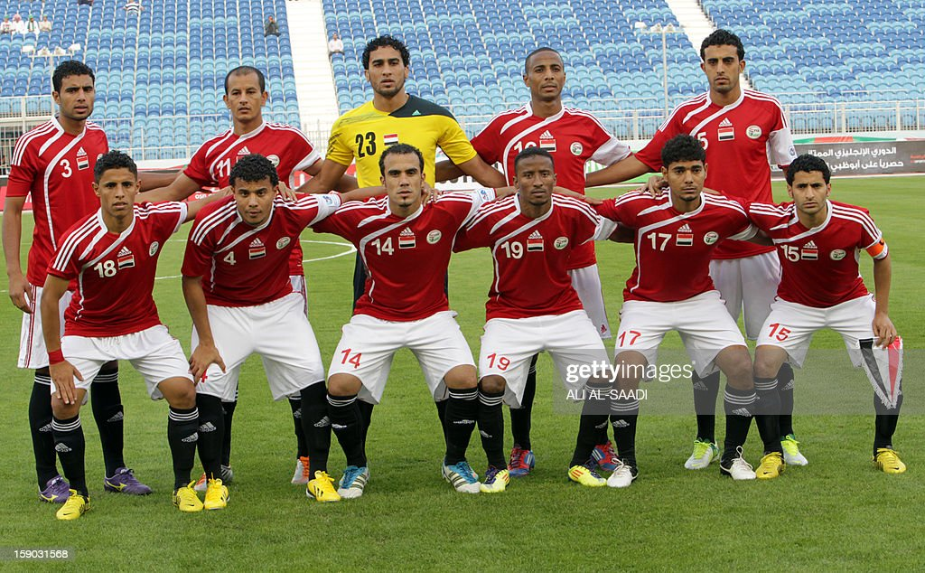 Yemens national team players pose for a photograph prior to the start of their Gulf Cup football match Kuwait versus Yemen, on January 6, 2013, in the Bahraini capital, Manama. AFP PHOTO/ALI AL -SAADI