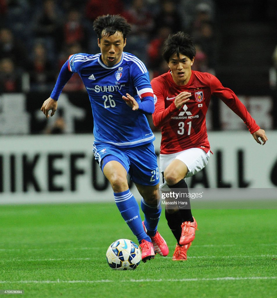 Yeom Ki Hun #26 of Suwon Samsung FC in action during the AFC Champions League Group G match between Urawa Red Diamonds and Suwon Samsung FC at Saitama Stadium on April 21, 2015 in Saitama, Japan.