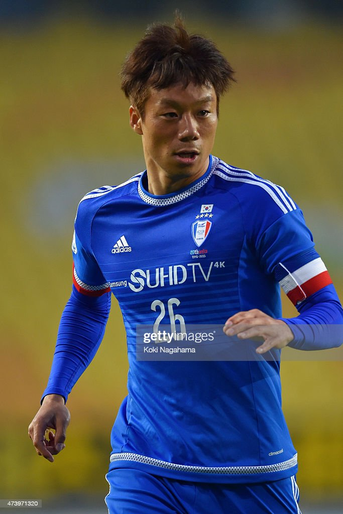 Yeom Ki Hun of Suwon Samsung FC #26 looks on during the AFC Champions League Round of 16 match between Suwon Samsung FC and Kashiwa Reysol at Suwon World Cup Stadium on May 19, 2015 in Suwon, South Korea.