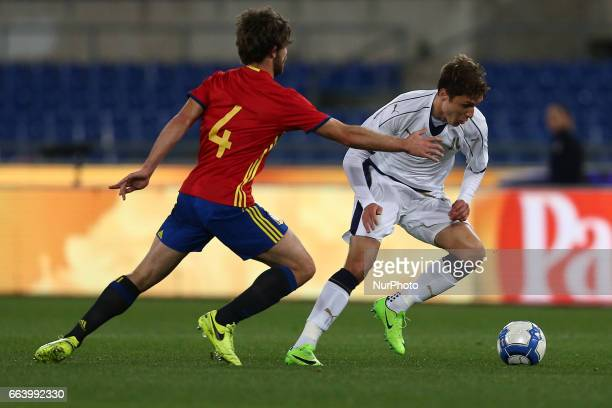 Yeray Alvarez of Spain U21 compete for the ball with Federico Chiesa of Italy U21 during the International Friendly Under 21 Italia v Spagna at...