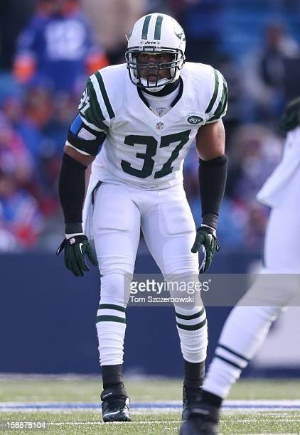 Yeremiah Bell of the New York Jets gets set during an NFL game against the Buffalo Bills at Ralph Wilson Stadium on December 30 2012 in Orchard Park...
