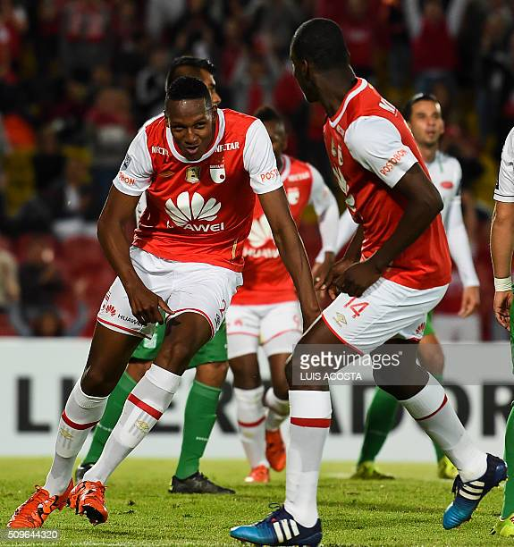 Yerri Mina of Colombia's Santa Fe celebrates after scoring against Bolivian Oriente Petrolero during their Libertadores Cup football match at El...