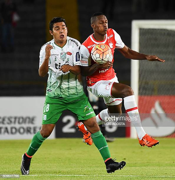 Yerri Mina of Colombia's Santa Fe vies for the ball with Ronald Raldes of Bolivian Oriente Petrolero during their Libertadores Cup football match at...