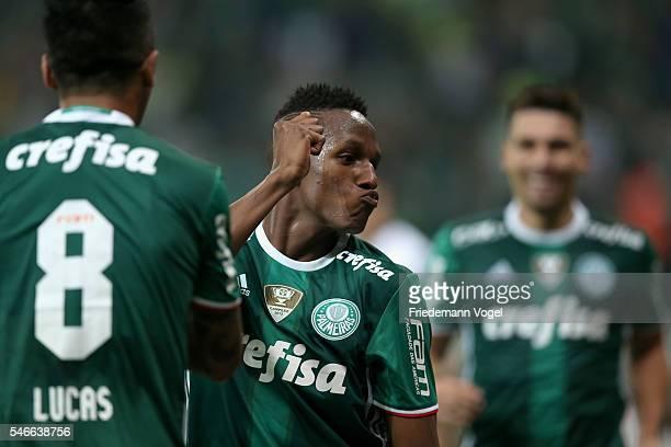 Yerry Mina of Palmeiras celebrates scoring the first goal during the match between Palmeiras and Santos for the Brazilian Series A 2016 at Allianz...