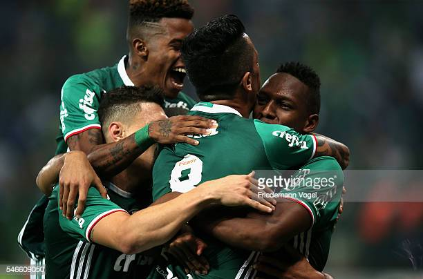 Yerry Mina of Palmeiras celebrates scoring the first goal with his team during the match between Palmeiras and Santos for the Brazilian Series A 2016...