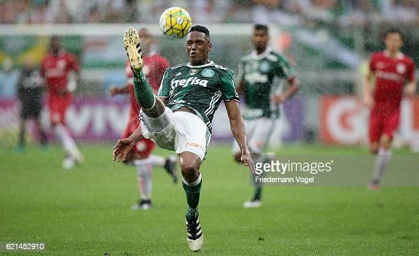 Yerry Mina of Palmeiras runs with the ball during the match between Palmeiras and Internacional for the Brazilian Series A 2016 at Allianz Parque on...