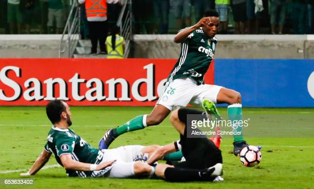 Yerry Mina of Palmeiras scores their first goal during the match between Palmeiras of Brazil and Jorge Wiltersmann of Bolivia for the Copa...