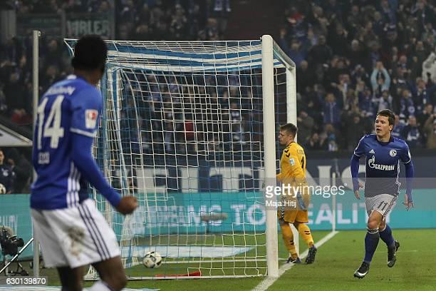 Yevhen Konoplyanka of Schalke celebrates after he scores the equalizing goal to make it 11 during the Bundesliga match between FC Schalke 04 and SC...