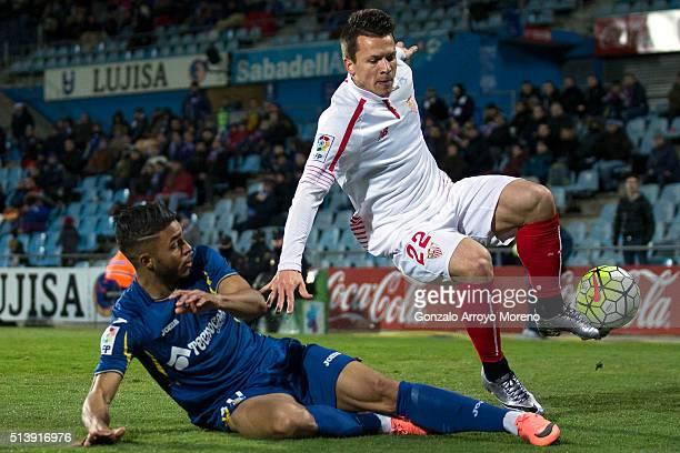 Yevhen Konoplyanka of Sevilla FC competes for the ball with Wanderson Maciel of Getafe CF during the La Liga match between Getafe CF and Sevilla CF...