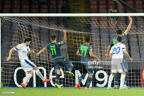Yevhen Seleznyov of Dnipro Dnipropetrovsk scores the equalizing goal 11 during the UEFA Europa League Semi Final between SSC Napoli and FC Dnipro...
