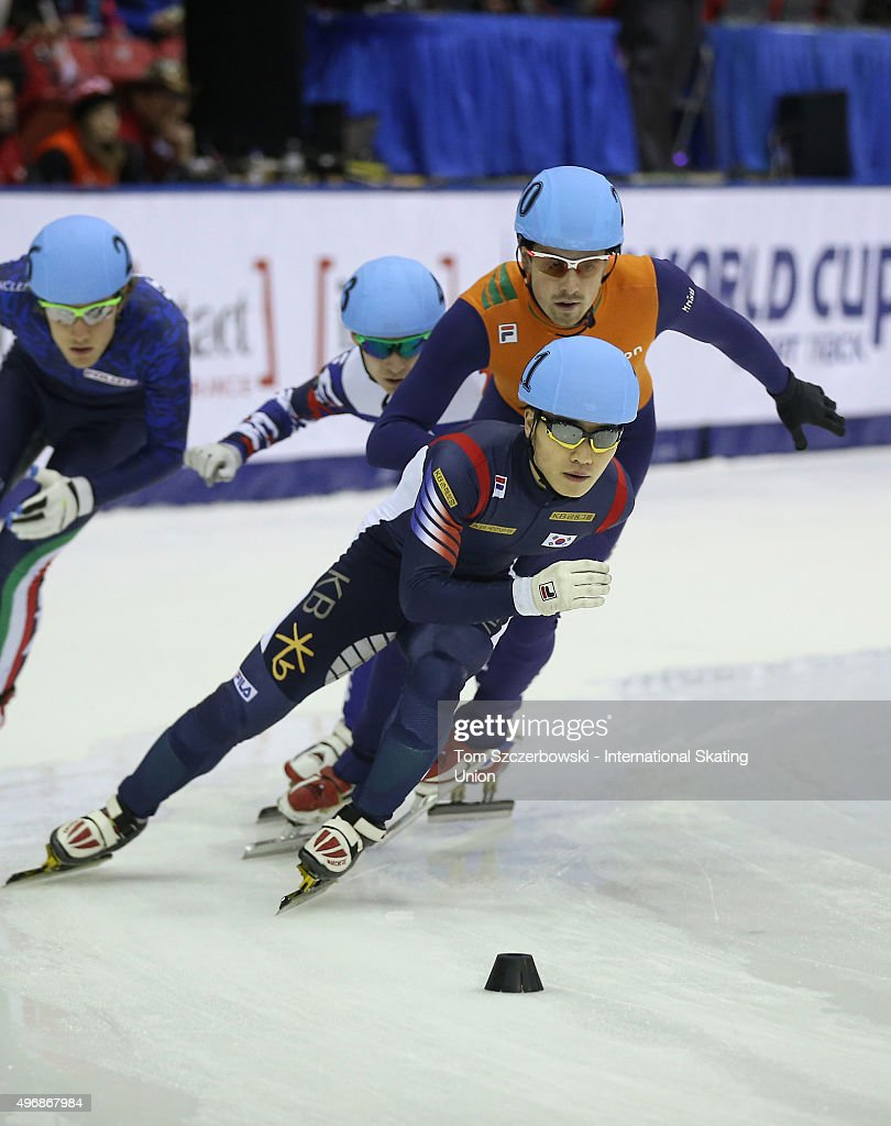 Yi Ra Seo of Korea competes against Freek van der Wart of the Netherlands on Day 2 of the ISU World Cup Short Track Speed Skating competition at MasterCard Centre on November 8, 2015 in Toronto, Ontario, Canada.