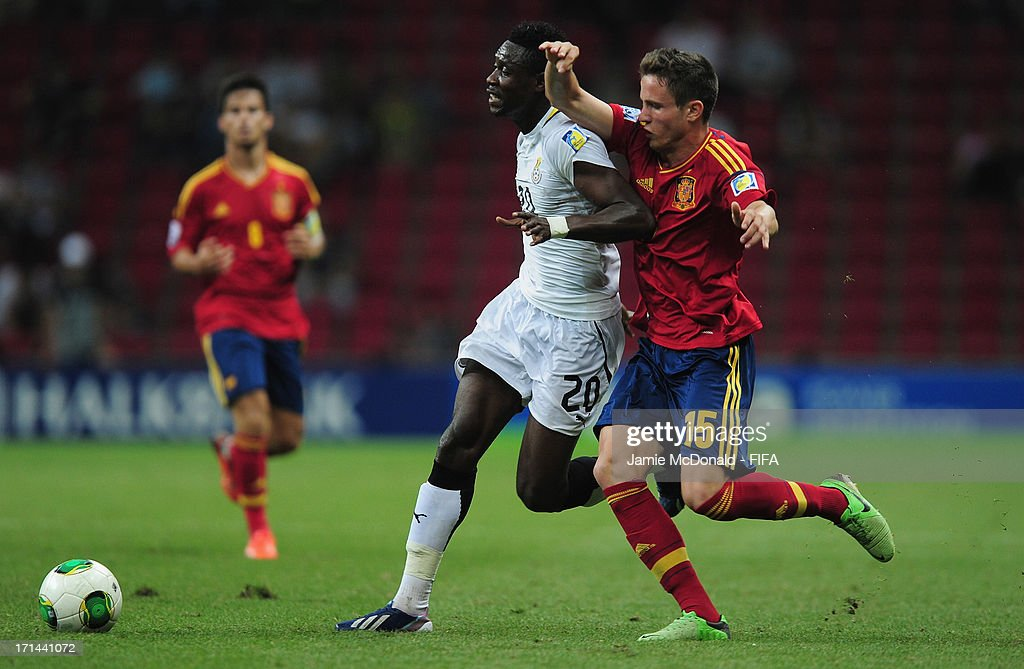 Yiadom Boakye of Ghana battles with Saul of Spain during the FIFA U-20 World Cup Group A match between Spain and Ghana at the Ali Sami Yen Arena on June 24, 2013 in Istanbul, Turkey.
