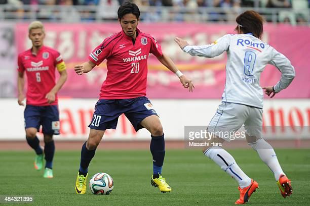 YKenyu Sugimoto of Cerezo Osaka in action during the JLeague match between Cerezo Osaka and Gamba Osaka at Nagai Stadium on April 12 2014 in Osaka...