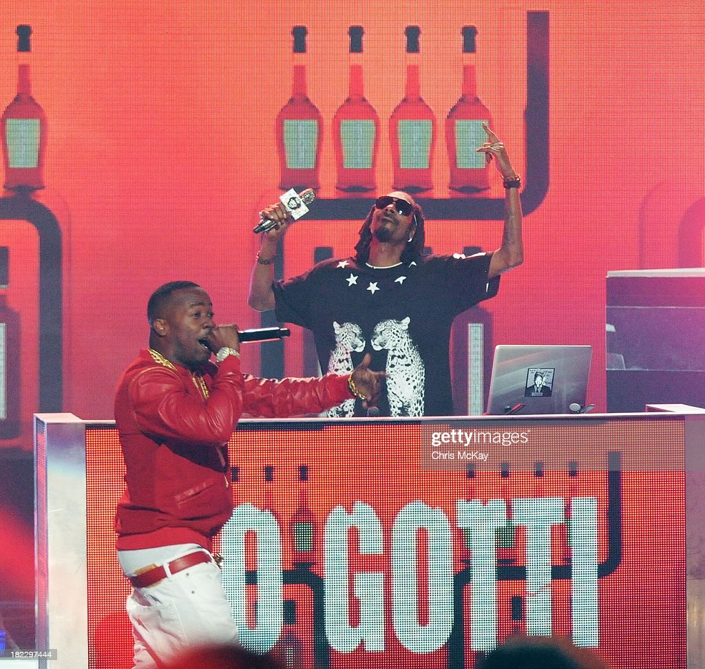 Yo Gotti and Uncle <a gi-track='captionPersonalityLinkClicked' href=/galleries/search?phrase=Snoop+Dogg&family=editorial&specificpeople=175943 ng-click='$event.stopPropagation()'>Snoop Dogg</a> perform during the BET Hip Hop Awards 2013 at the Boisfeuillet Jones Atlanta Civic Center on September 28, 2013 in Atlanta, Georgia.