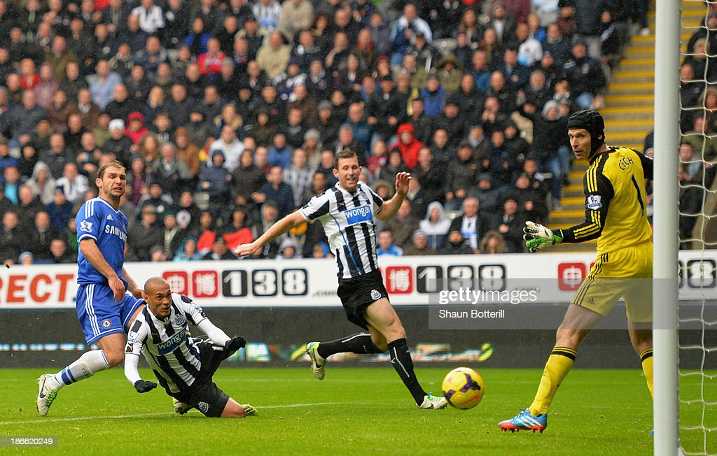 <a gi-track='captionPersonalityLinkClicked' href=/galleries/search?phrase=Yoan+Gouffran&family=editorial&specificpeople=534470 ng-click='$event.stopPropagation()'>Yoan Gouffran</a> of Newcastle United heads the first goal past <a gi-track='captionPersonalityLinkClicked' href=/galleries/search?phrase=Petr+Cech&family=editorial&specificpeople=212890 ng-click='$event.stopPropagation()'>Petr Cech</a> of Chelsea during the Barclays Premier League match between Newcastle United and Chelsea at St James' Park on November 2, 2013 in Newcastle upon Tyne, England.