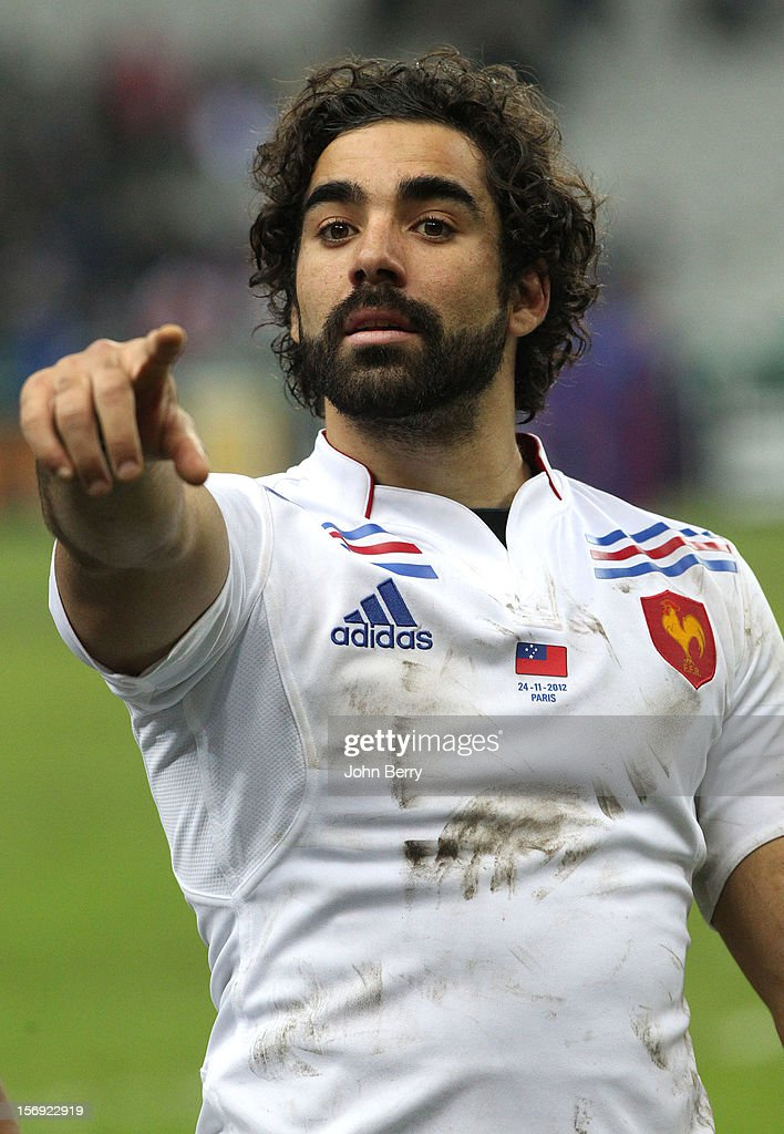 Yoann Huget of France salutes the supporters after the Rugby Autumn International between France and Samoa at the Stade de France on November 24, 2012 in Paris, France.