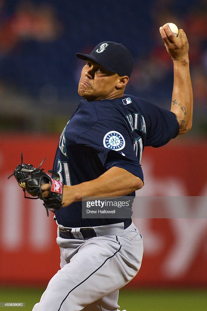 Yoervis Medina #31 of the Seattle Mariners delivers pitch in the ninth inning against the Philadelphia Phillies at Citizens Bank Park on August 19, 2014 in Philadelphia, Pennsylvania. The Mariners won 5-2.
