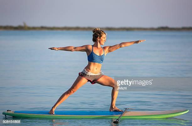De Yoga sur un Stand Vers le haut Paddle