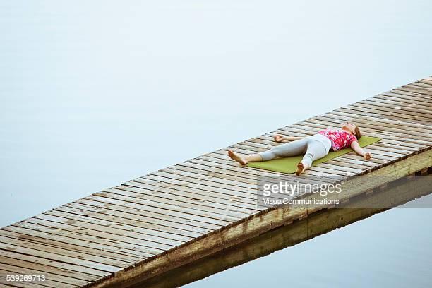 Yoga sur le lac
