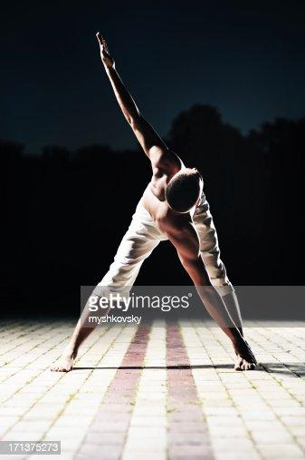 Yoga (Trikonasana)