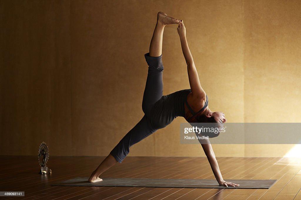 Yoga teacher posing a standing split : Stock Photo