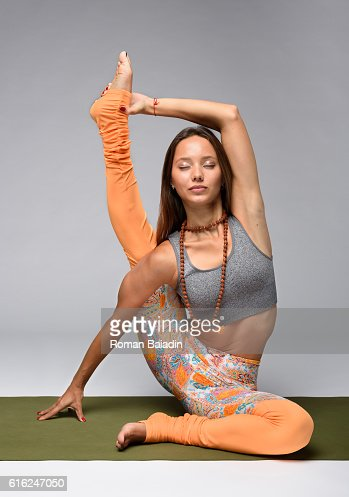 Yogi sitting on mat : Foto de stock