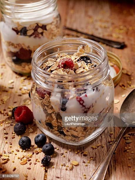 Parfait au yaourt et des fruits frais