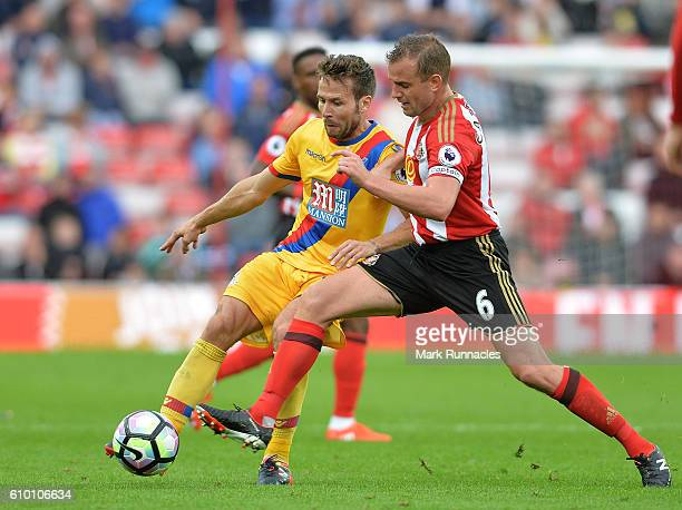Yohan Cabaye of Crystal Palace and Lee Cattermole of Sunderland battle for possession during the Premier League match between Sunderland and Crystal...