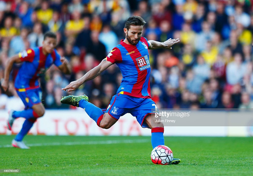 <a gi-track='captionPersonalityLinkClicked' href=/galleries/search?phrase=Yohan+Cabaye&family=editorial&specificpeople=648909 ng-click='$event.stopPropagation()'>Yohan Cabaye</a> of Crystal Palace scores their first goal from a penalty during the Barclays Premier League match between Watford and Crystal Palace at Vicarage Road on September 27, 2015 in Watford, United Kingdom.