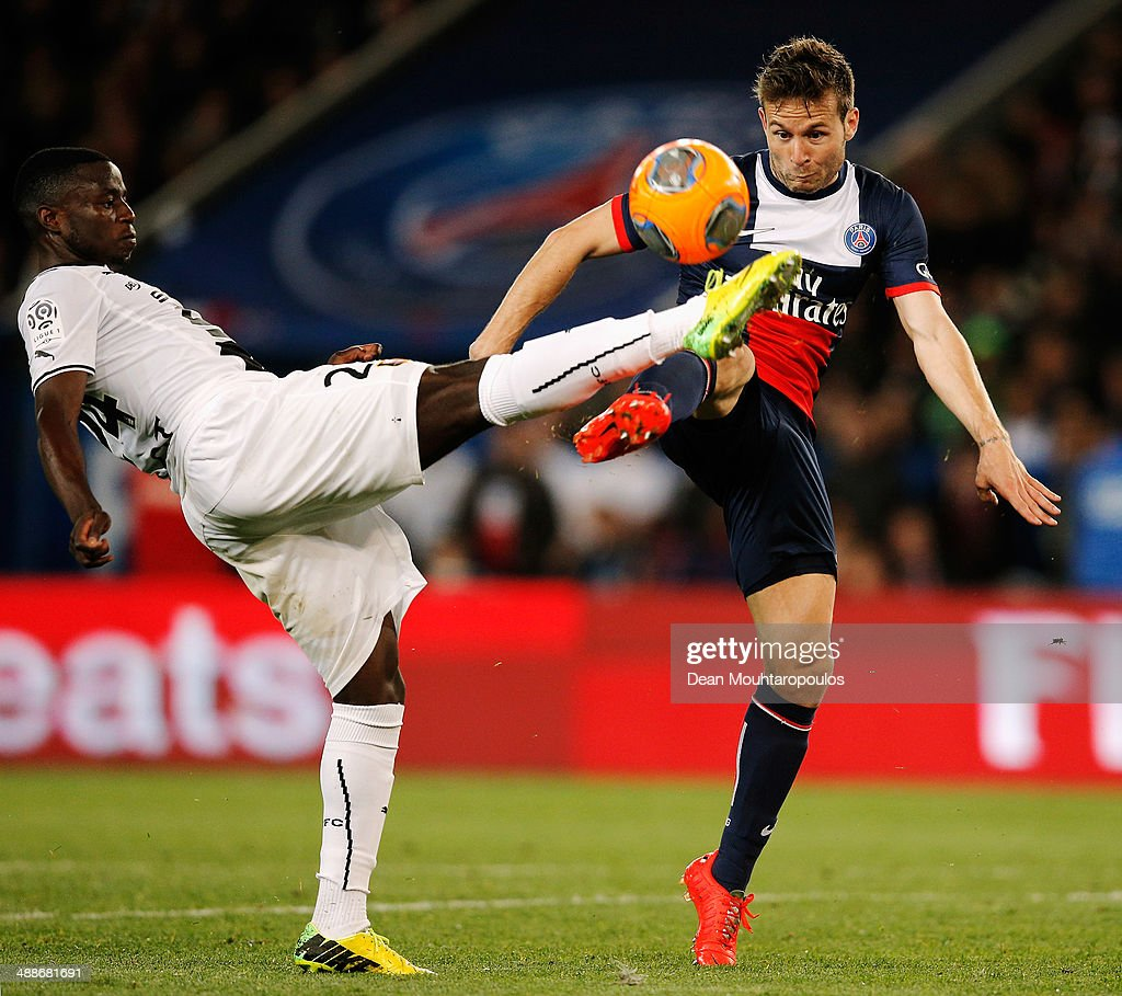 <a gi-track='captionPersonalityLinkClicked' href=/galleries/search?phrase=Yohan+Cabaye&family=editorial&specificpeople=648909 ng-click='$event.stopPropagation()'>Yohan Cabaye</a> of PSG and Paul-Georges Ntep de Madiba of Rennes battle for the ball during the Ligue 1 match between Paris Saint-Germain FC and Stade Rennais FC at Parc des Princes on May 7, 2014 in Paris, France.