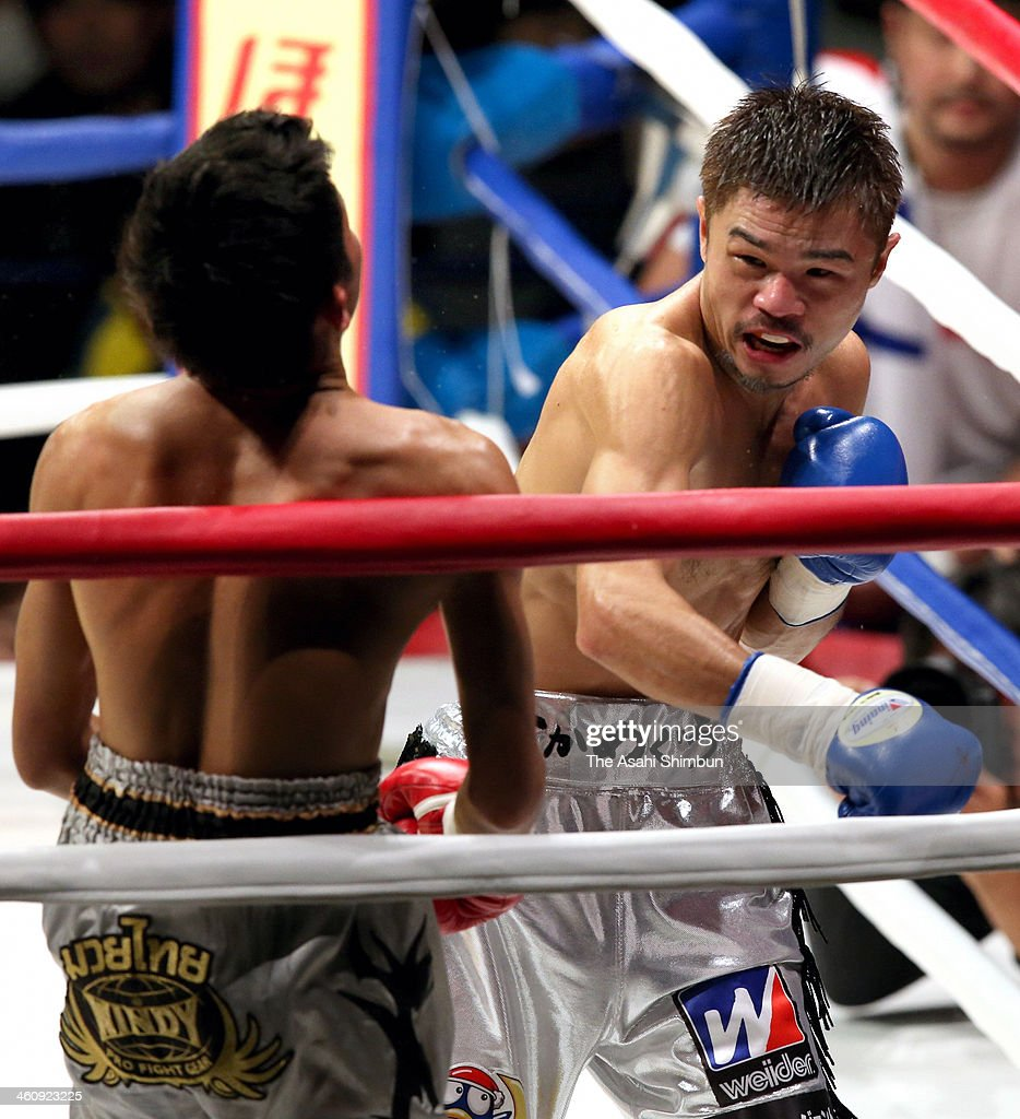 Yohei Kono (R) of Japan hits his right on Daut Manopkanchang of Thailand during their WBC Super Flyweight non-title match at Ota-City General Gymnasium on December 31, 2013 in Tokyo, Japan.