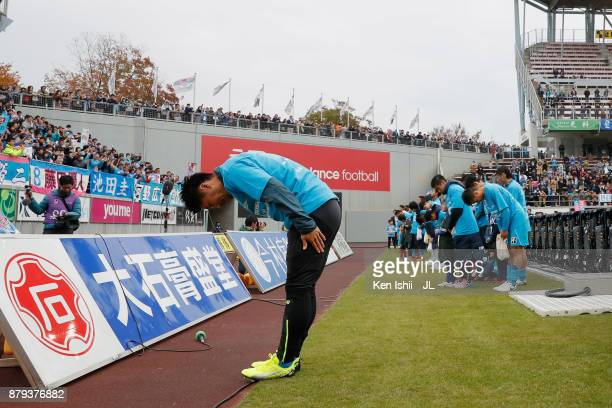 Yohei Toyoda and Sagan Tosu players applaud supporters after the JLeague J1 match between Sagan Tosu and Jubilo Iwata at Best Amenity Stadium on...