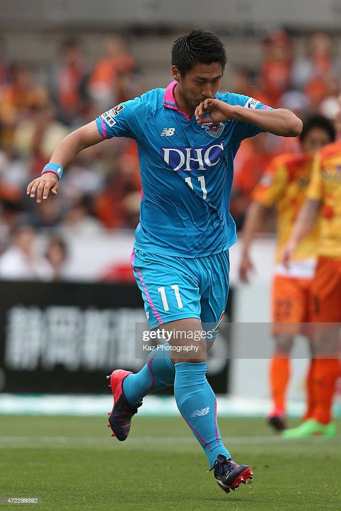 Yohei Toyoda of Sagan Tosu celebrates scoring his team's first goal during the J.League match between Shimizu S-Pulse and Sagan Tosu at IAI Stadium Nihondaira on May 6, 2015 in Shizuoka, Japan.