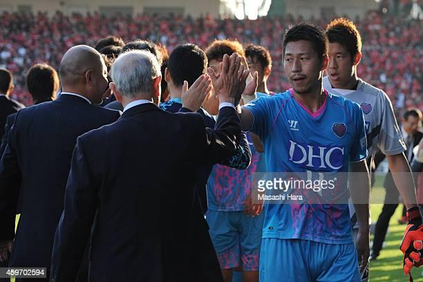 Yohei Toyoda of Sagan Tosu celebrates the win after the JLeague match between Sagan Tosu and Urawa Red Diamonds at Best Amenity Stadium on November...